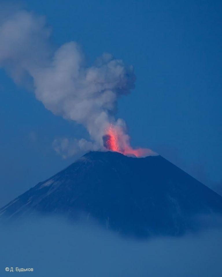 Вулкан Ключевская сопка выбросил пепел навысоту 7 километров