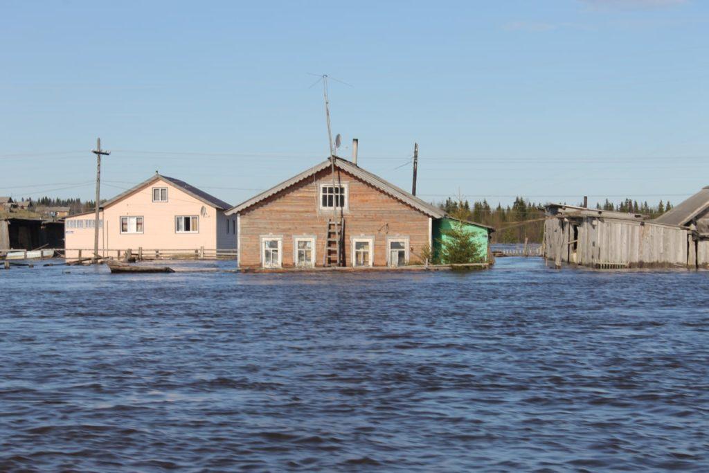 Мощный паводок топит деревни вКоми