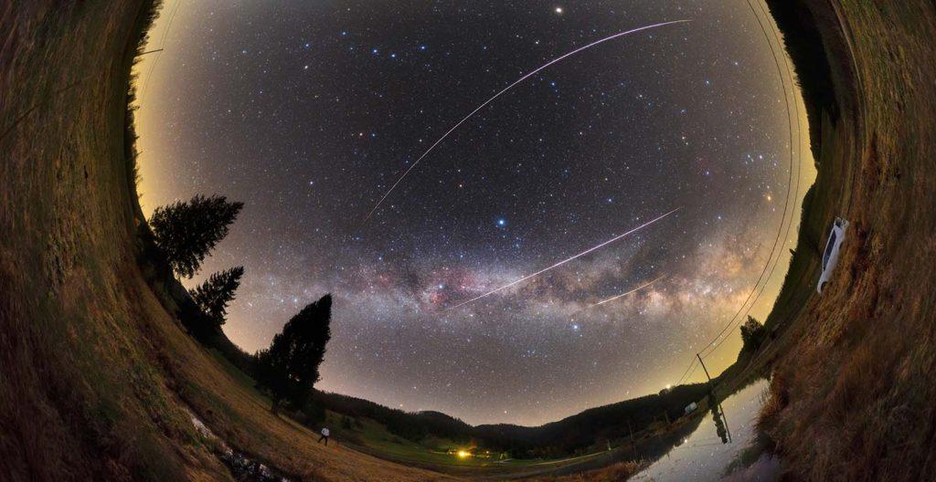 Фотографы запечатлели обломок кометы Тэтчер ватмосфере над Землей