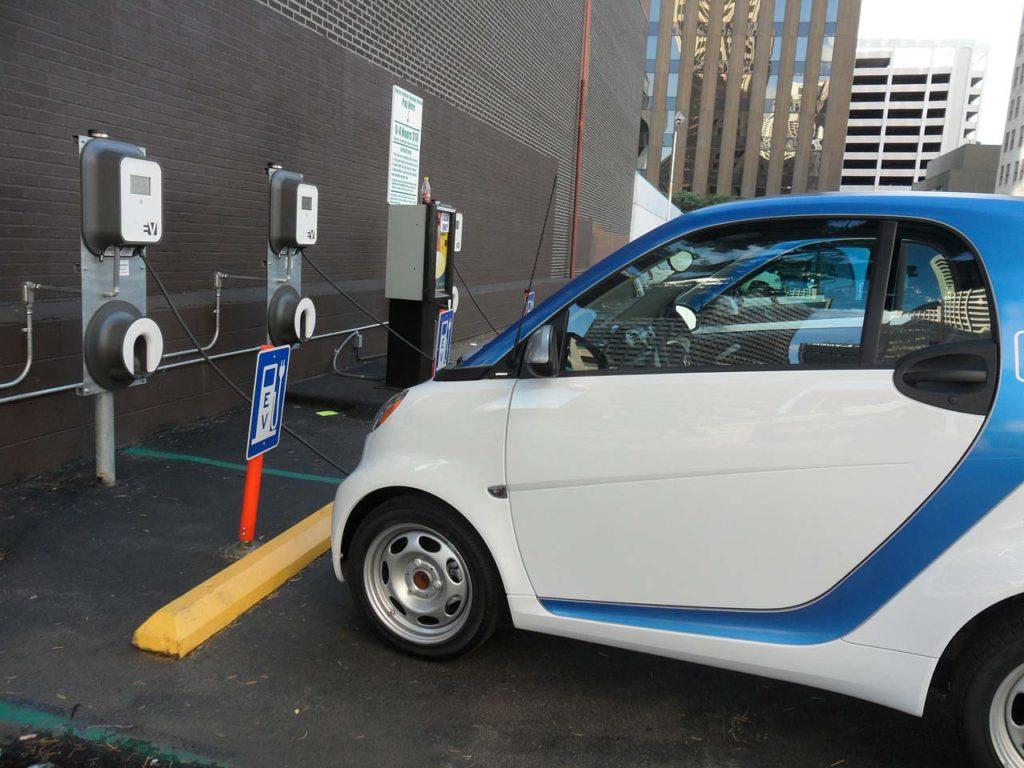 Китай будет производить аккумуляторы для электромобилей, которых хватит более чем намиллион миль