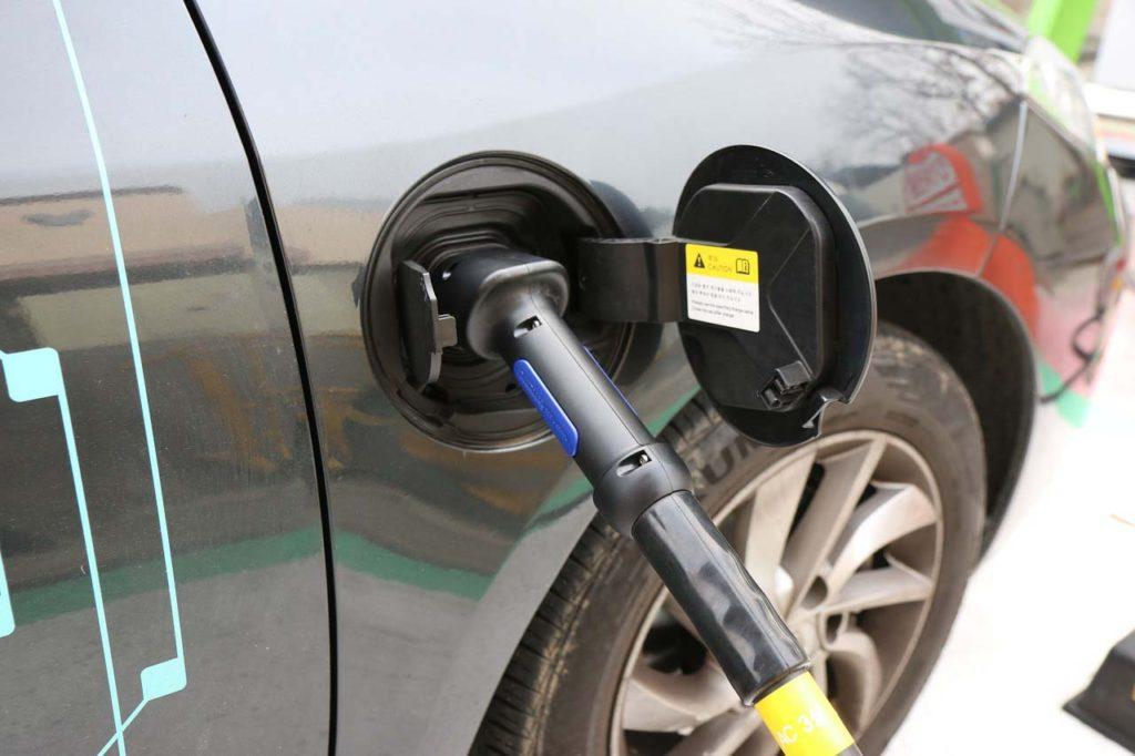 ВГермании будут заряжать электромобили навсех АЗС