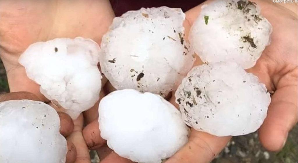 Град размером скуриное яйцо повредил крыши почти ста домов вКарачаево-Черкесии