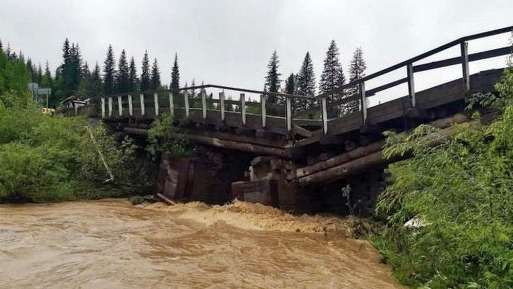 ВКрасноярском крае из-за ливневых дождей смыло два моста