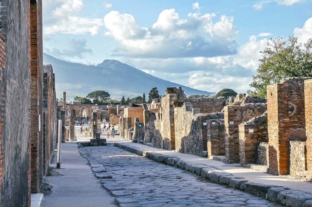 Древние города научились видеть прямо под землей. Почему ихнераскапывают?
