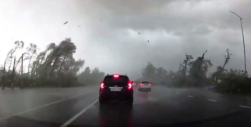 Попоселку Северному вБелгородской области пронеслось торнадо