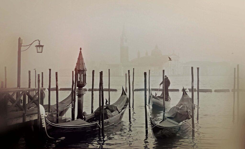 Ученые: стоитли спасать тонущую Венецию?