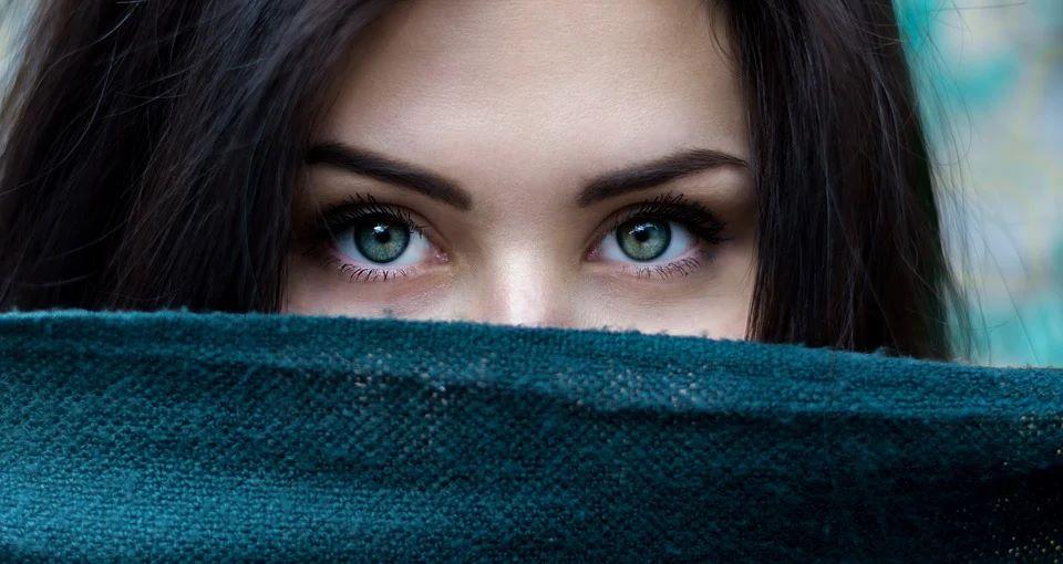 Почему мычувствуем насебе чужой взгляд? Получено научное объяснение