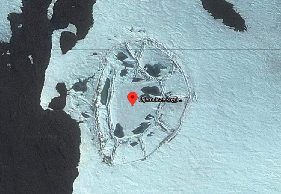 strannyj obekt v antarktide krupno