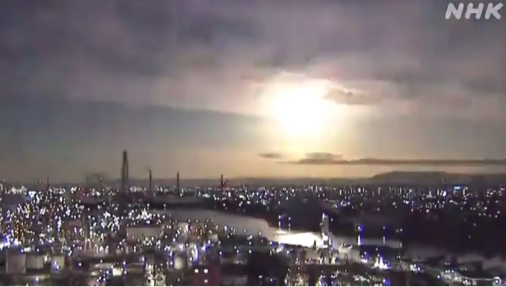 Внебе над Японией взорвался «небесный гость»