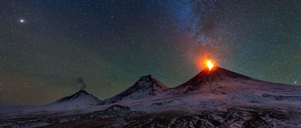 Видео: извержение самого высокого идействующего вулкана вЕвразии «Ключевской»