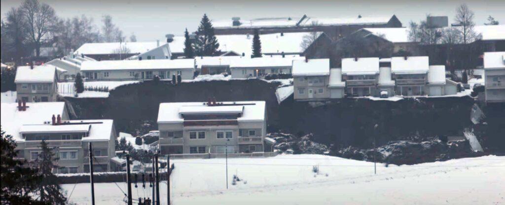 Мощный оползень снес часть жилого района недалеко отстолицы Норвегии. 26 человек пропали