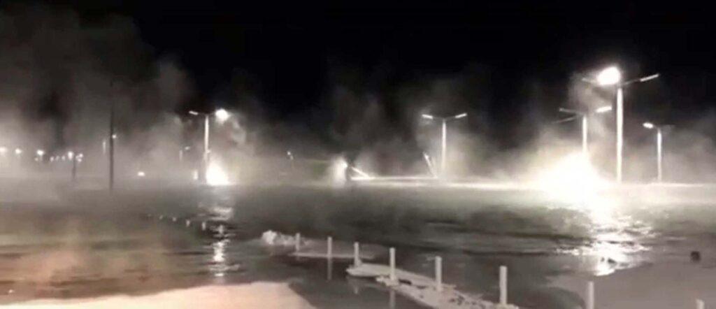 В30-градусные морозы Ангара затопила набережную вУсолье-Сибирском