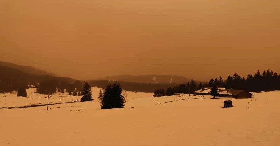 Оранжевый снег. Песок изСахары засыпал часть Европы