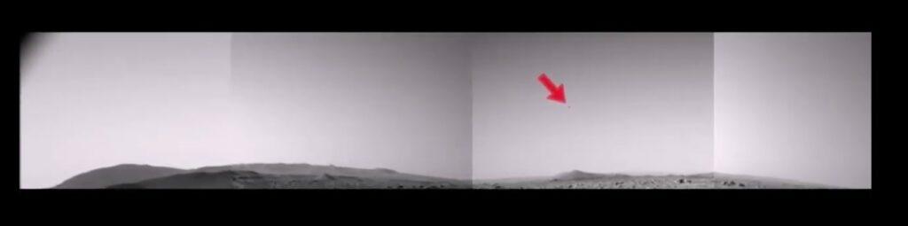 Mars Perseverance сфотографировал непонятный летящий объект внебе Марса