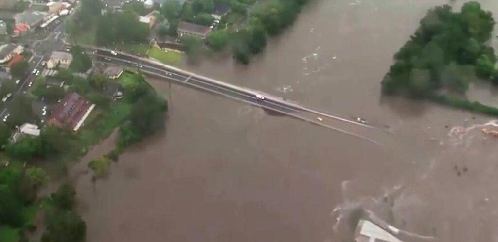 ВАвстралии потоп— из-за наводнений эвакуируют десятки тысяч человек