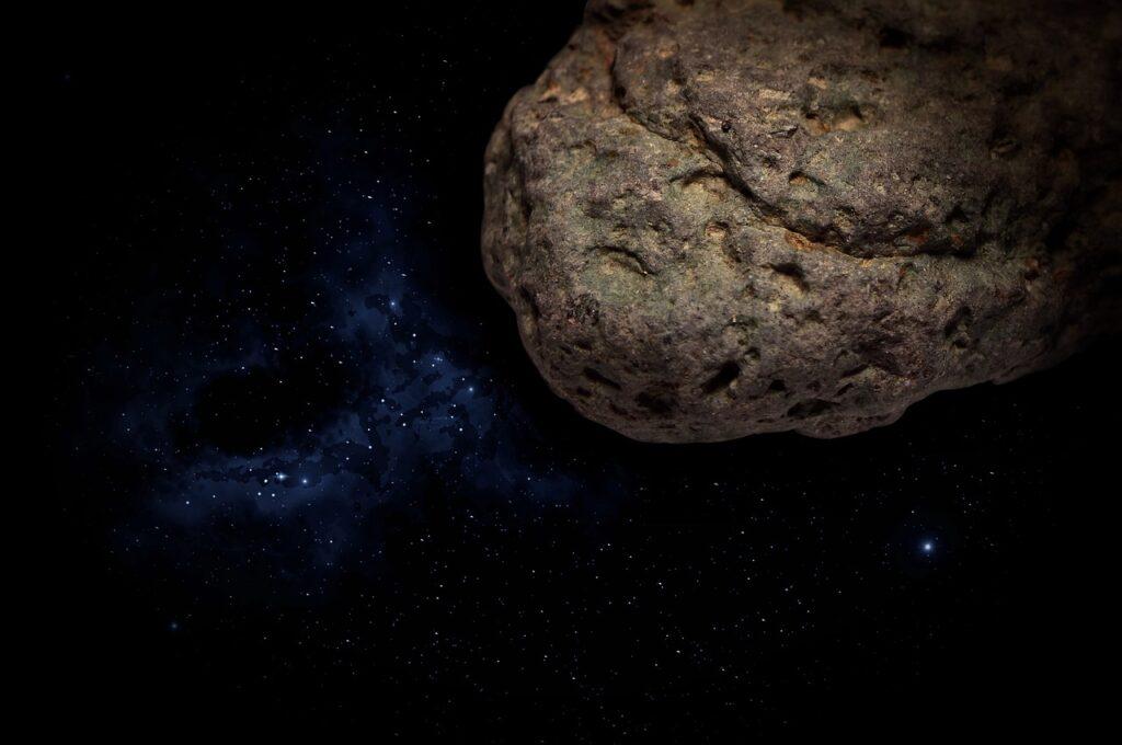 Странный космический объект приближается кЗемле