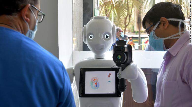 Вковидных больницах Индии начали использовать роботов-«друзей»