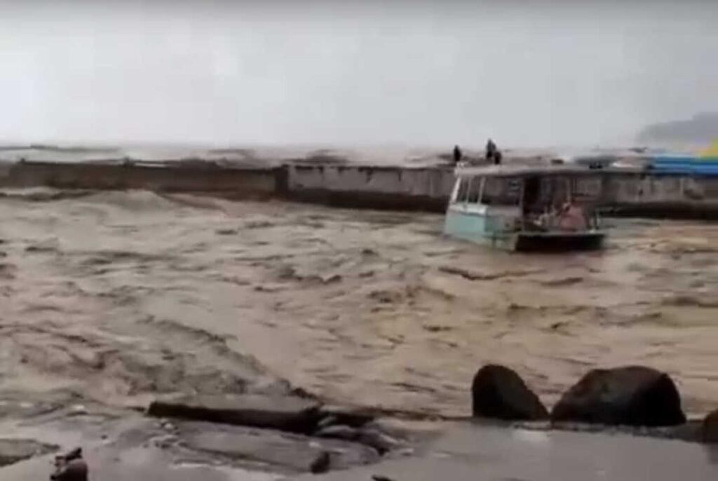 Краснодарский край иКрым затопляют катастрофические дожди