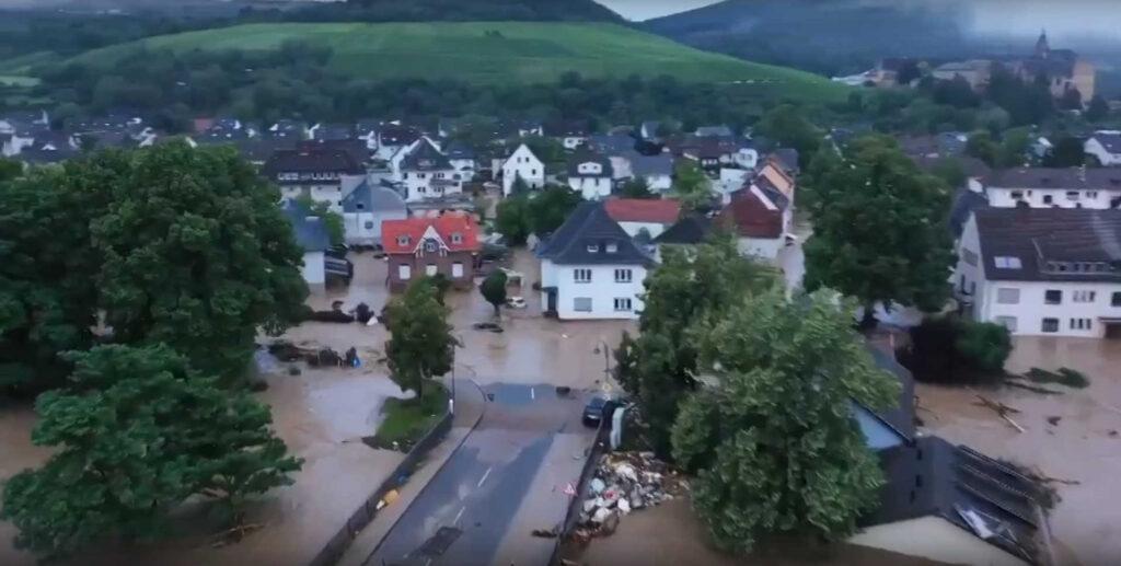 ВГермании из-за наводнений погибли десятки человек, более тысячи пропали без вести
