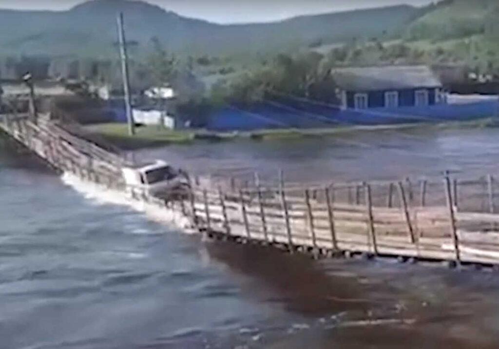 Наводнение вЗабайкальском крае сносит мосты изатапливает поселки