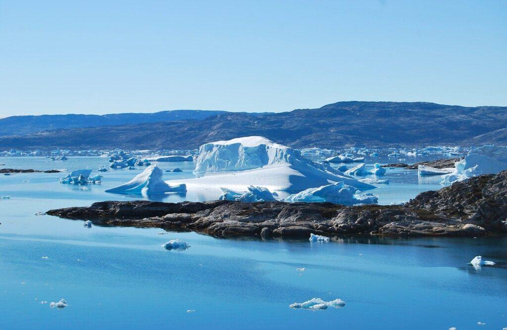 Дождь над ледником Гренландии стал грозным признаком изменения климата
